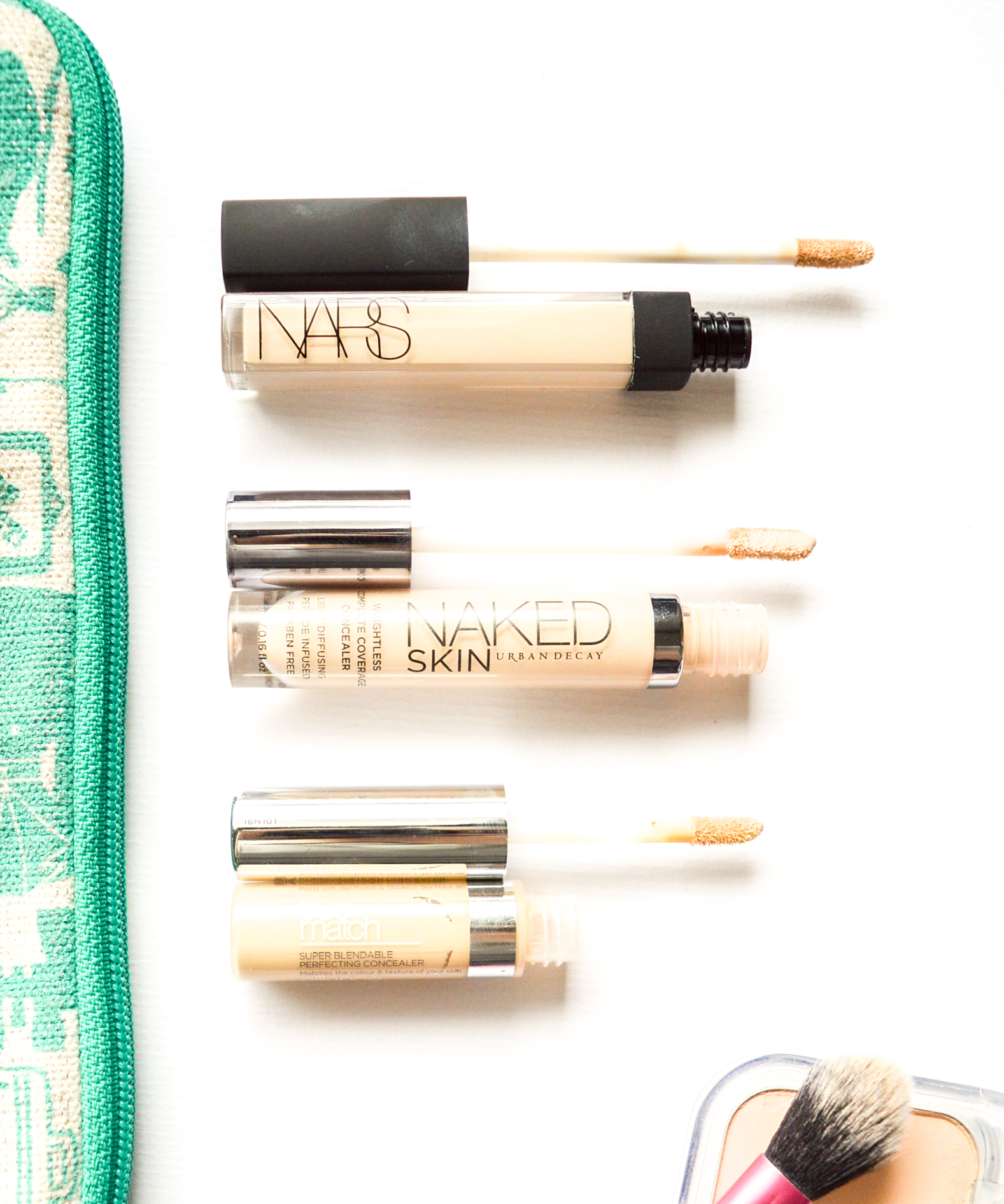Parhaat peitevoiteet_Nars Radiant Creamy_Urban Decay Weightless Naked_swatch